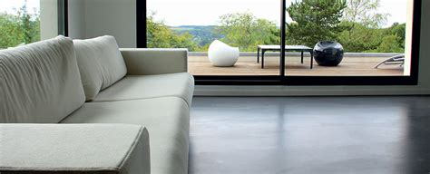 Incroyable Decoration Salle A Manger Peinture #4: salon-sol-coule-beton-colore-costume.jpg