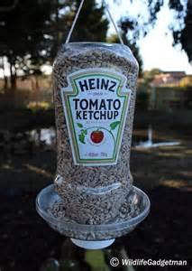 Soda Bottle Chandelier Mit Sachen Die Man Zuhause Hat Einen Vogelfutterspender
