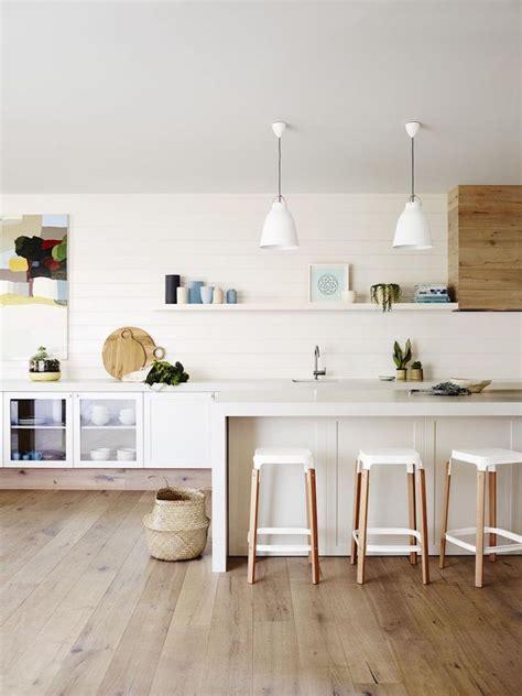 cuisine plancher bois cuisine blanche et bois en 20 variantes cosy chics
