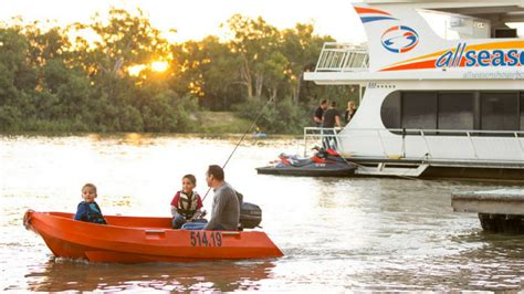 houseboat melbourne all seasons houseboats hire the murray victoria australia