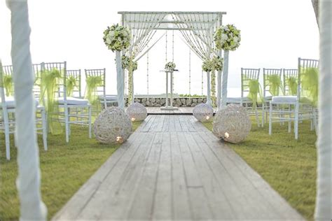 Garden Wedding Altar Ideas 7 Gorgeous Wedding Altar Decorations That Aren T Any Ordinary Backdrop