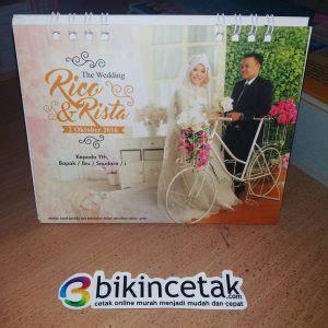 Custom Undangan Model 88157 undangan pernikahan kalender meja duduk percetakan murah surabaya