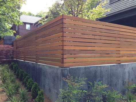 Trellis Fencing On Top Of Wall Wood Trellis On Top Of Concrete Retaining Wall Back Yard