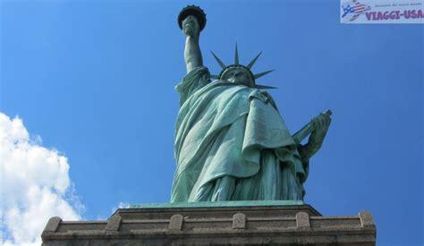 statua della liberta ed ellis island  fare una visita