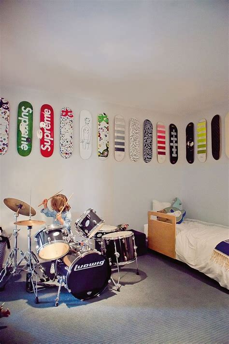 skateboard themed bedroom wall decor for little boys a skate ride in the room