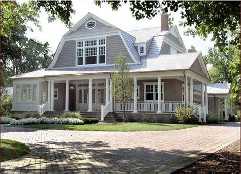 ideas dutch colonial homes gambrel style beautiful 1000 ideas about dutch colonial exterior on pinterest