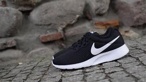 Original Nike Tanjun Midnight Navywhitegame Royal 2 nike tanjun black and blue