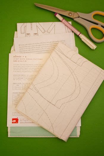 tracing pattern onto fabric tracing your pattern cutting your fabric 171 sew mama sew