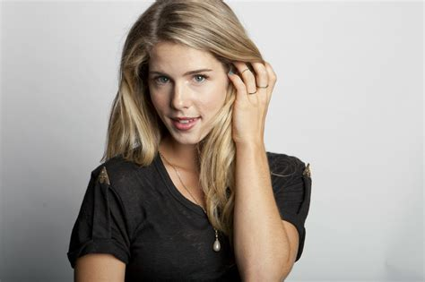 felicity smoak actress emily bett rickards as felicity smoak arrow download hd
