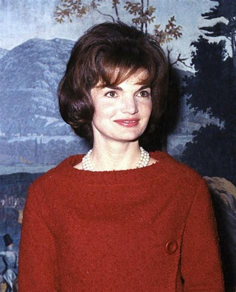 jackie kennedy first image of natalie portman as jackie kennedy in the