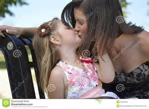 Outdoor Small Bench A Little Kisses Her Mom Royalty Free Stock Images