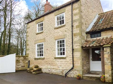 headon yard cottage friendly cottage in brompton by