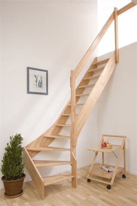 treppenhaus für kleinen raum design treppe viertelgewendelt