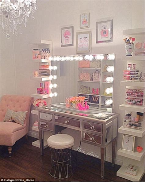 make up junkies flaunt their stylish rooms