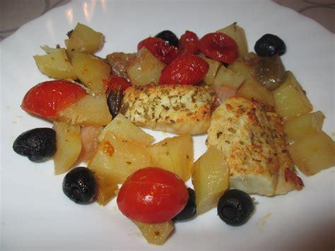 fiori di nasello al forno filetti di nasello al forno con patate olive e pomodorini