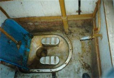 indian public bathroom anorak delhi mugger hides inside public toilet