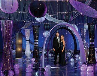 Create a Night to Remember for Your Homecoming Dance