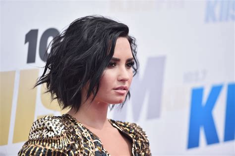 Demi Lovato Hairstyles by Demi Lovato Cut Hairstyles Lookbook