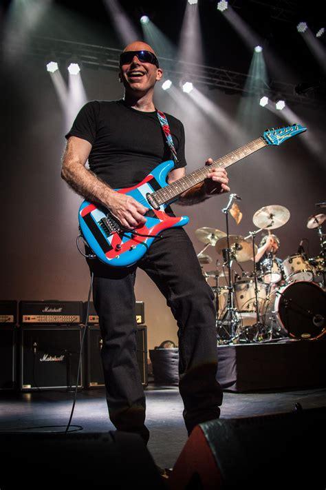 Joe Satriani 4 guitar wiz joe satriani s current tour offers a career