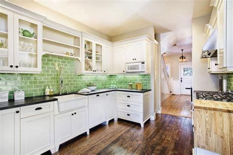 kitchen color schemes australia 8 cocinas con azulejos verdes esmaltados 183 8 green tiled kitchen backsplahs 183 vintage chic