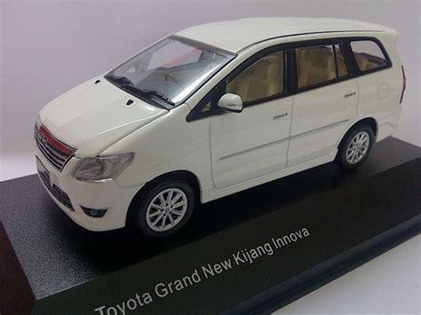 Diecast Kijang Inova toyota grand new kijang innova 2011 white auto models