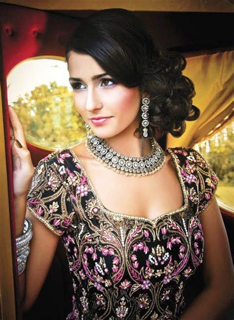hairstyles in indian wedding indian wedding side hairstyles www pixshark com images