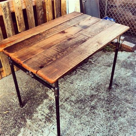 Pipe Desk Diy Diy Industrial Pallet Pipe Desk 101 Pallets