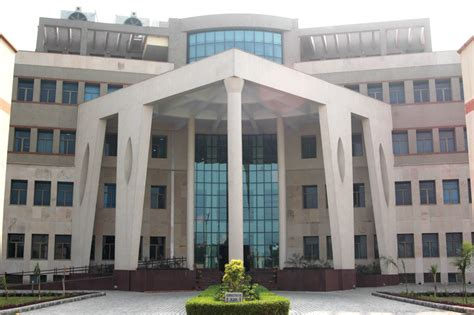 Iiml Noida Executive Mba Placement by Iim Lucknow Placements 2015 144 Companies On Cus