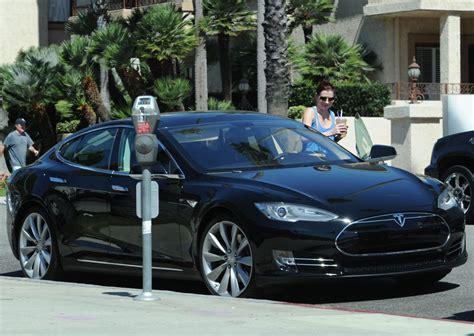tesla electric cars 2014 alyson hannigan and tesla electric car in santa