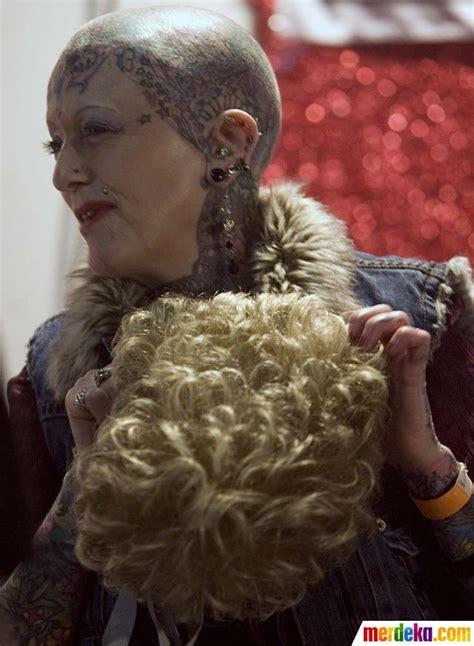 seluruh tubuh foto ini wanita tertua di dunia dengan tubuh penuh tato