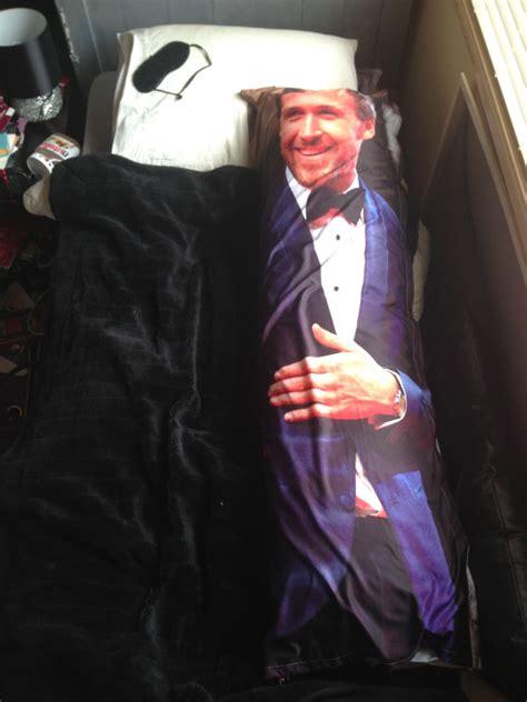 stare foto su cuscino foto gosling nel tuo letto in versione cuscino