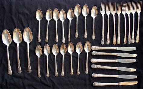 Cabin Flatware by Wm Rogers Avalon Cabin Silverplate Flatware 32 Pcs Thingery Previews Postviews Thoughts