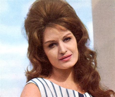 1960s female models with long dark hair 1950 s haircut hair styles vintage hairstyles fashion