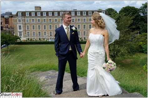 Wedding Registry Uk by Groom Cambridge Registry Office Photography