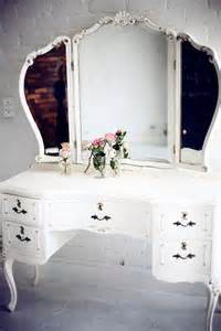 Vintage Makeup Vanity Table Adorable Vintage Makeup Vanity Vanity Fair