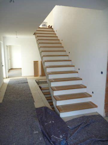 Treppenstufen Grau Lackieren by Heute Wurden Die Stufen Unserer Treppe Montiert Wir Haben