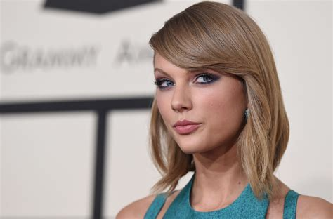 new haircut story taylor swift s new shag haircut is all kinds of cool glamour