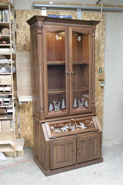 Handmade Gun Cabinet - woodloft etched glass and pistol diplay