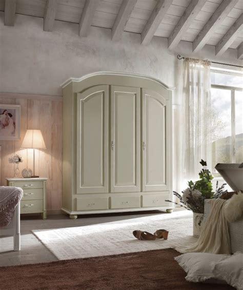 armadi stile provenzale armadio a tre ante in legno stile provenzale armadi a