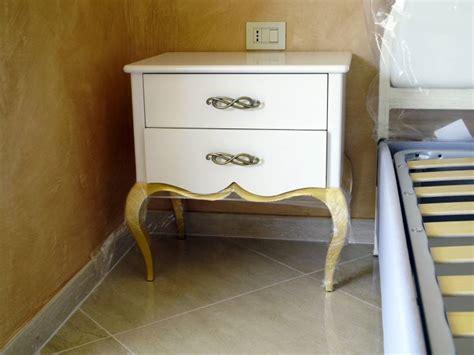 comodino barocco comodino barocco contemporaneo in legno bianco e oro