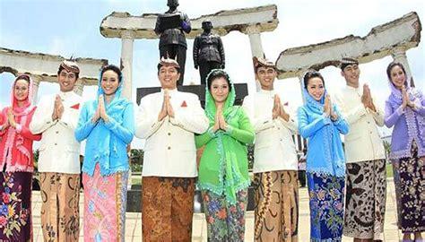 Baju Ning Surabaya jenis pakaian adat jawa timur pesa an madura model baju pengantin