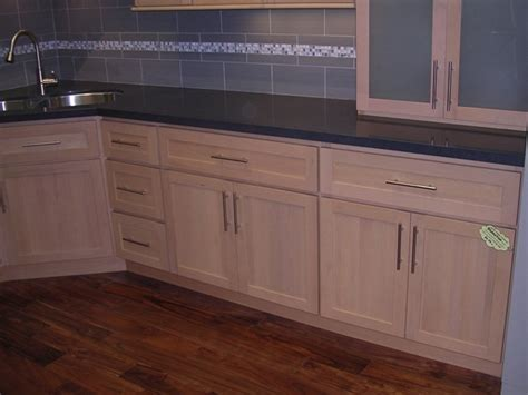 maple shaker kitchen cupboards natural maple shaker kitchen cabinets photo