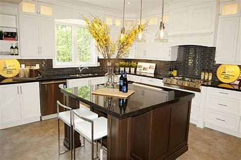Royal Kitchen Cabinets Only 3 Lots Remain At Fonthill By Zeina Homes The New Home Buyers Network