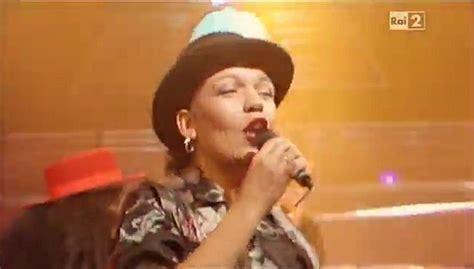 pop singer death singer of la lambada loalwa braz found dead daily mail