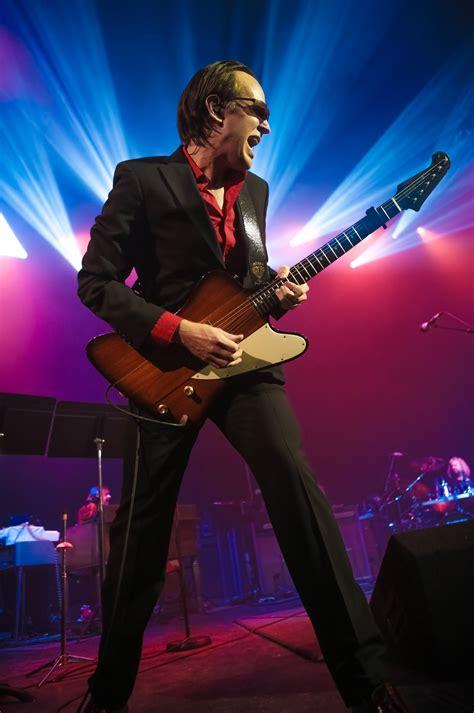 drive joe bonamassa celebrity drive blues guitarist joe bonamassa motor trend