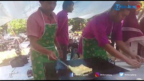 mahasiswa asal thailand jualan roti  uin walisongo