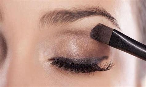 cara mudah memakai eyeshadow untuk pemula