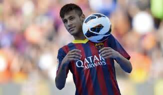 Neymar wearing barcelona s new jersey in 2013 2014