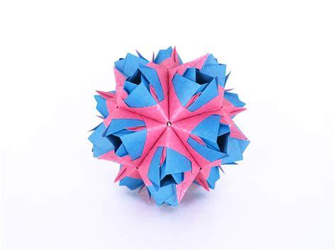 Origami Source - 30 absolutely beautiful origami kusudamas