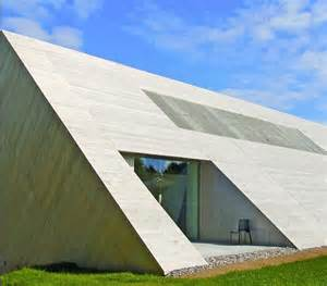Cool Bed Designs planos de casa minimalista con techo inclinado